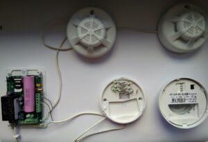 podkljuchenie-rozetki-gazovogo-signalizatora-k-sirena-a-2-gsm